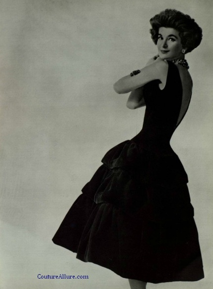 791dc462193b37 Chanel black velvet dress, 1950's. Photo: via  https://www.pinterest.se/explore/vintage-chanel-dress/?lp=true